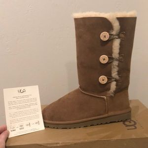 Ugg boots NWT camel color